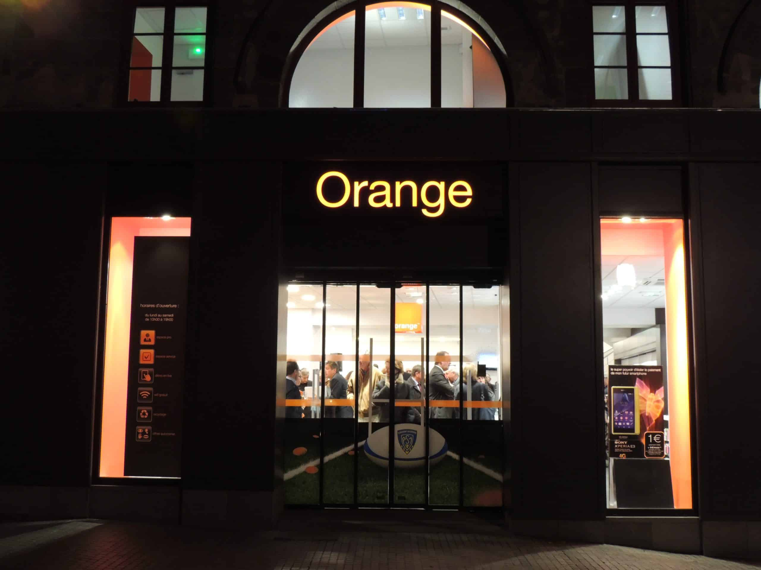reportage orange a inaugur sa 19 me tr s grande boutique clermont ferrand. Black Bedroom Furniture Sets. Home Design Ideas
