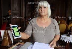 Corinne et son smartphone - Photo Est Républicain
