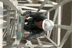 technicien TDF en intervention sur un pylône antenne